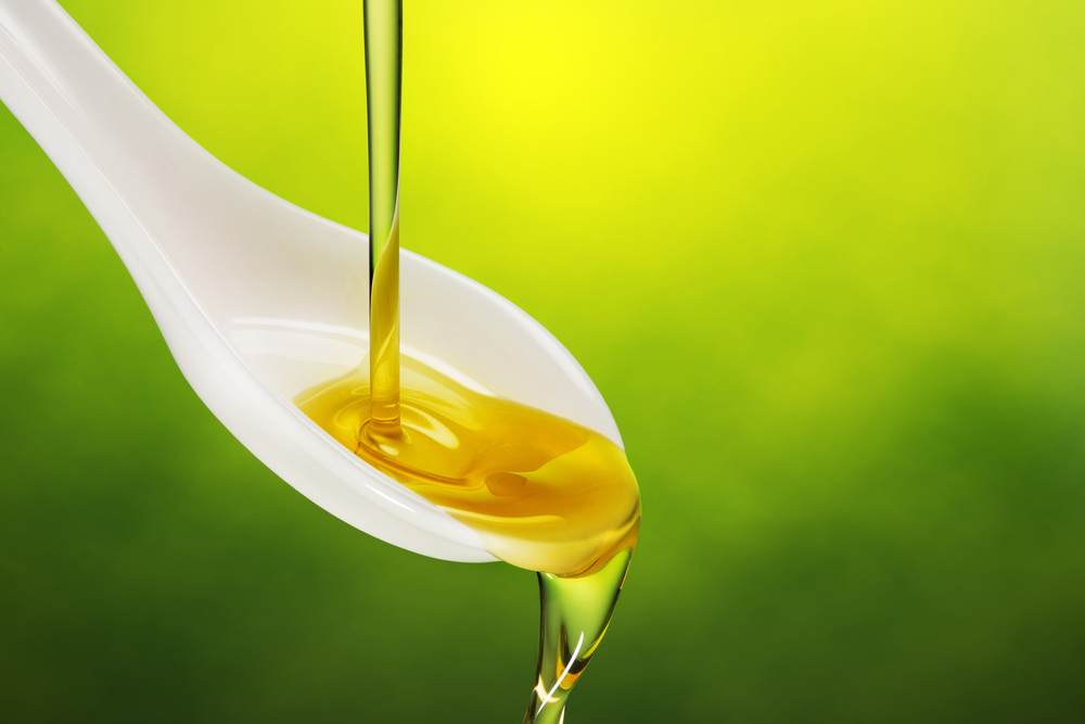 spoon with extra virgin olive oil